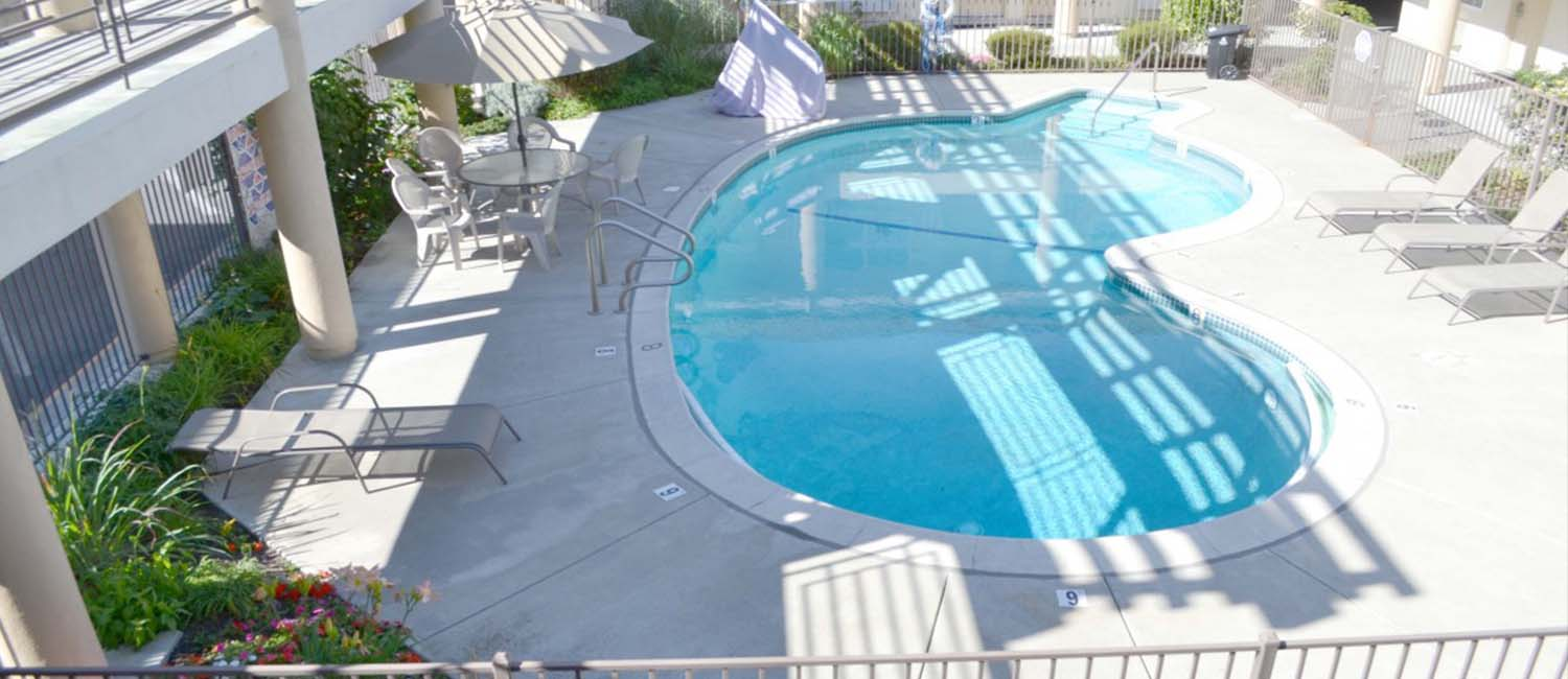 RELAX BY OUR OUTDOOR POOL AND SOAK UP THE CALIFORNIA SUN