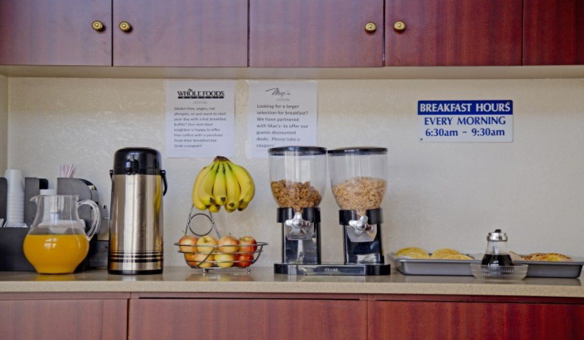 Redwood Creek Inn - Breakfast Bar - Redwood City Hotels