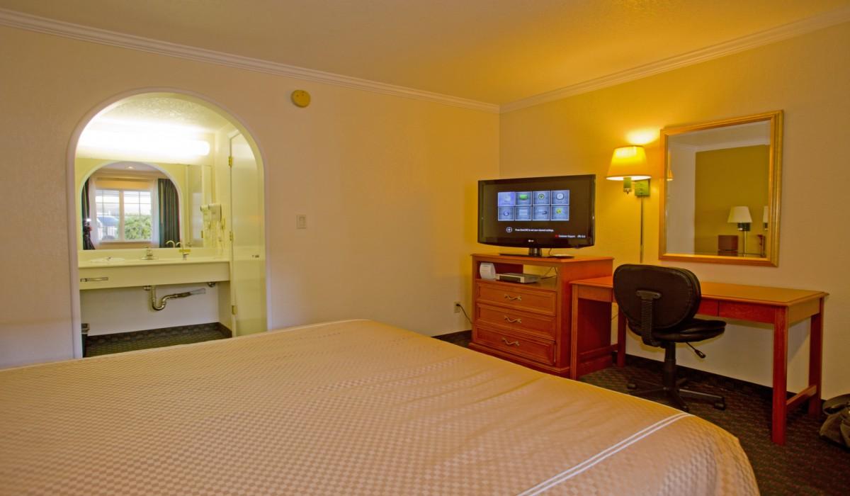 King Room - Redwood Creek Inn
