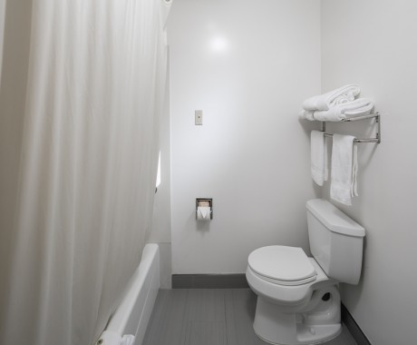 2 Double Beds Guest Bathroom