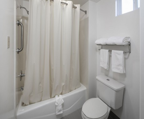 Redwood Creek Inn - Standard King Private Bathroom